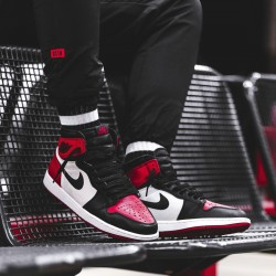 Обзор Nike Air Jordan 1 Retro High OG Bred Toe Gym Red/Summit White/Black 555088-610